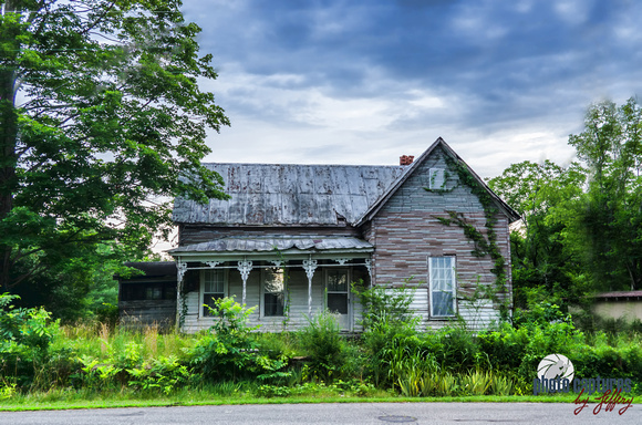 Photo Captures by Jeffery | Abandoned Homes-Buildings | Overgrown